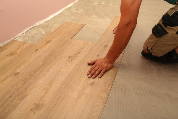 Begär referenser när du ska anlita en golvläggare.