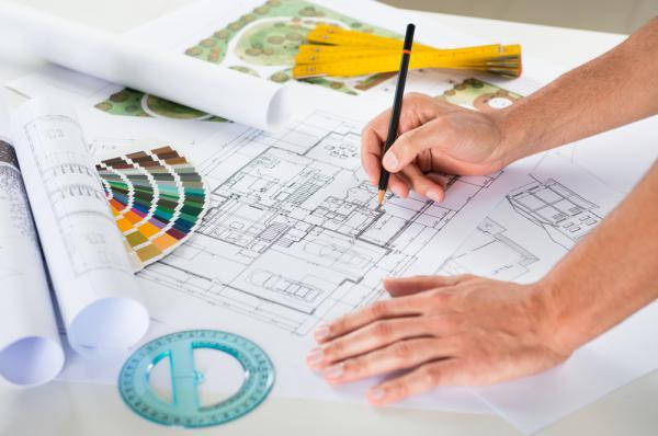 Arkitekter planerar och skapar designade hus och unika interiörer